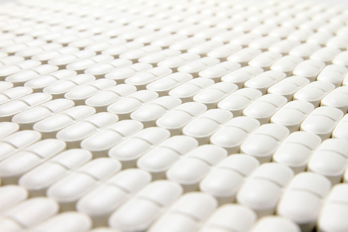 Raw material identity verification in the pharmaceutical