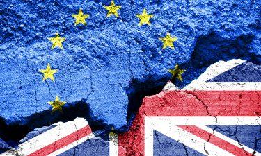 Brexit image - EU and UK flats breaking apart